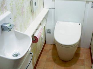トイレリフォーム 明るい色合いに変身した収納付きトイレ
