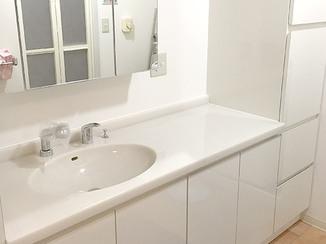 洗面リフォーム オーダーメイドの真っ白で明るい洗面化粧台
